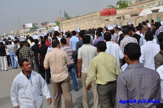 العشرات من ذوي المهن الصحية في ذي قار يتظاهرون للمطالبة بزيادة مخصصاتهم المهنية – تقرير مصور  Nasiriyah012